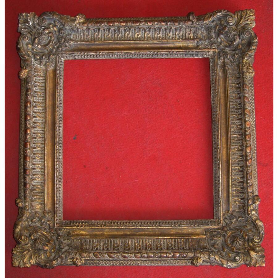Cadre en bois richement sculpté et doré de style Louis XV époque XIX ème