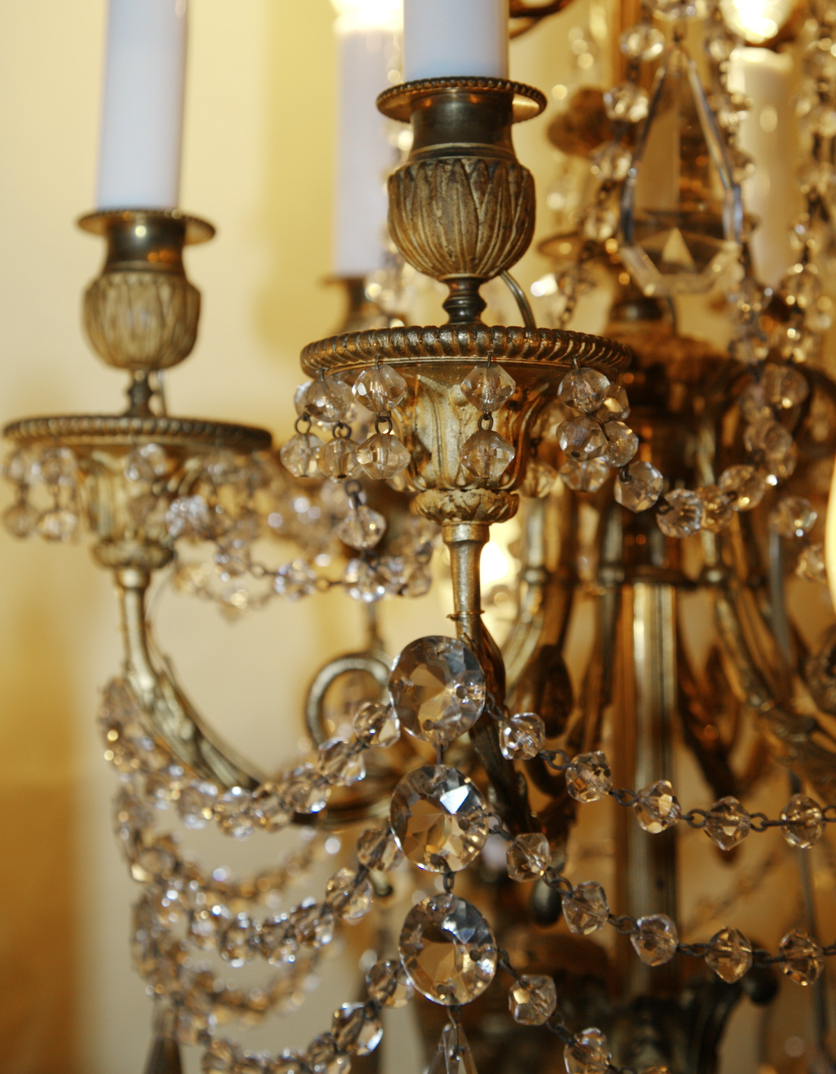 lustre bronze dor et cristal style l xvi. Black Bedroom Furniture Sets. Home Design Ideas