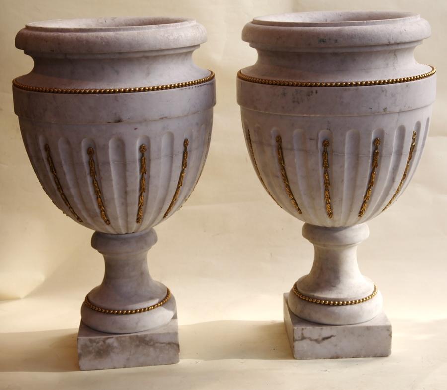 paire de vases en marbre. Black Bedroom Furniture Sets. Home Design Ideas