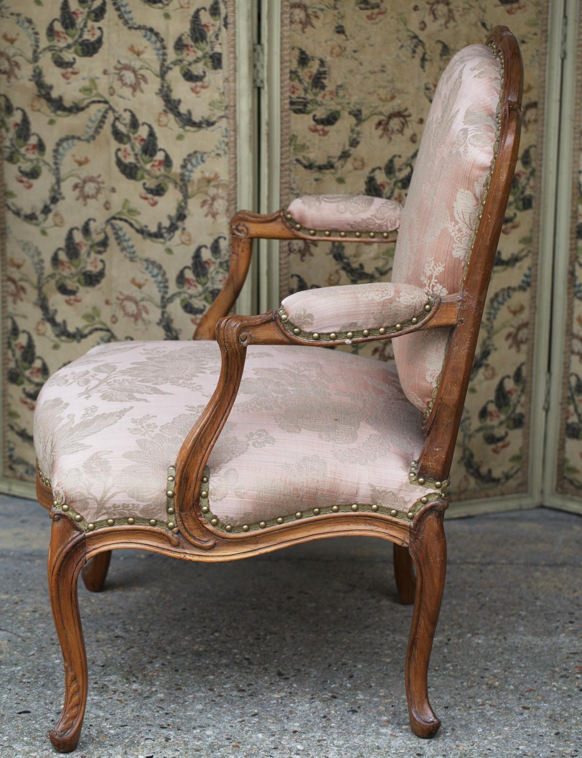 paire de fauteuils louis xv. Black Bedroom Furniture Sets. Home Design Ideas