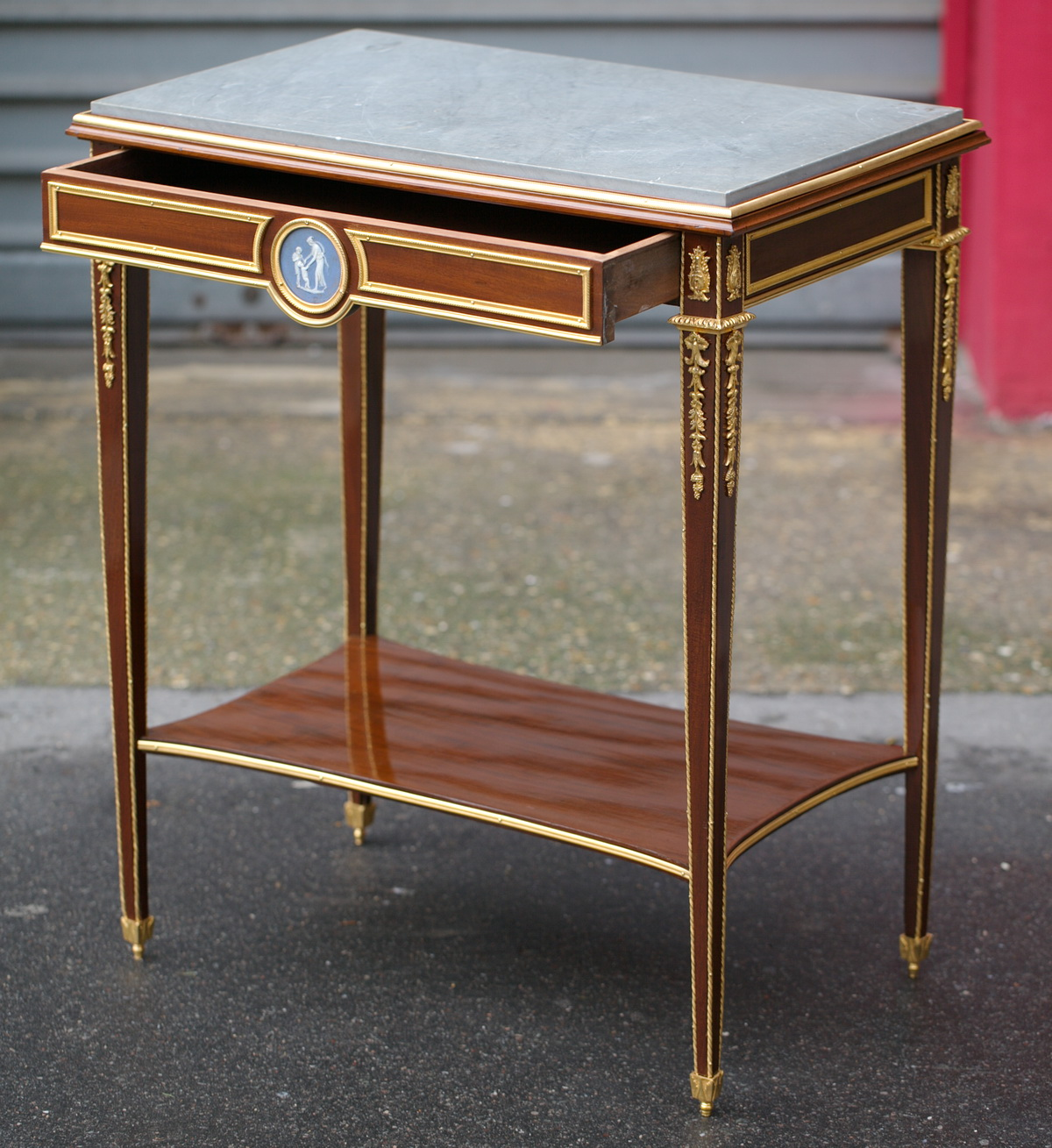 Petite table de salon circa 1880 for Table de salon petite taille