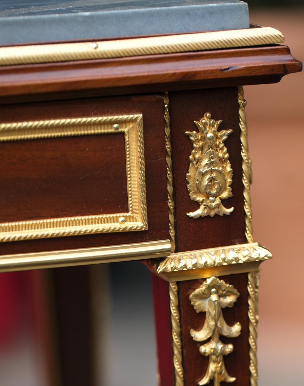 petite table de salon circa 1880. Black Bedroom Furniture Sets. Home Design Ideas