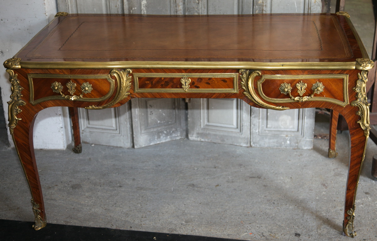 bureau plat de style louis xv circa 1880. Black Bedroom Furniture Sets. Home Design Ideas