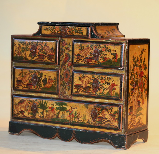 Petit cabinet vénitien XVIII
