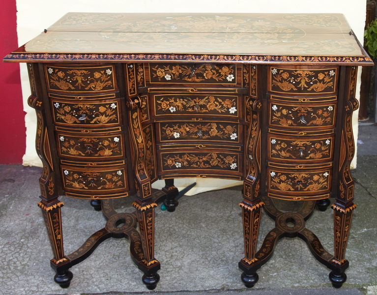 Bureau Mazarin style Louis XIV milieu XIX