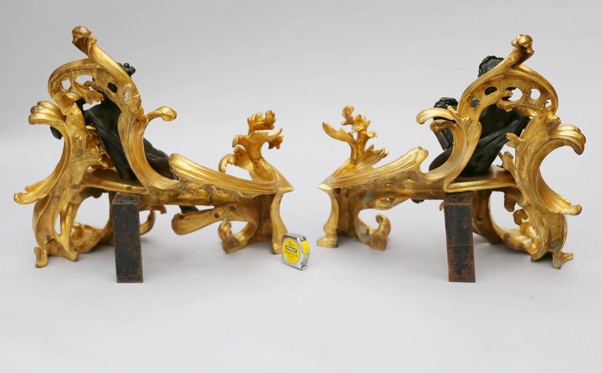 Paire de chenets de style Louis XV