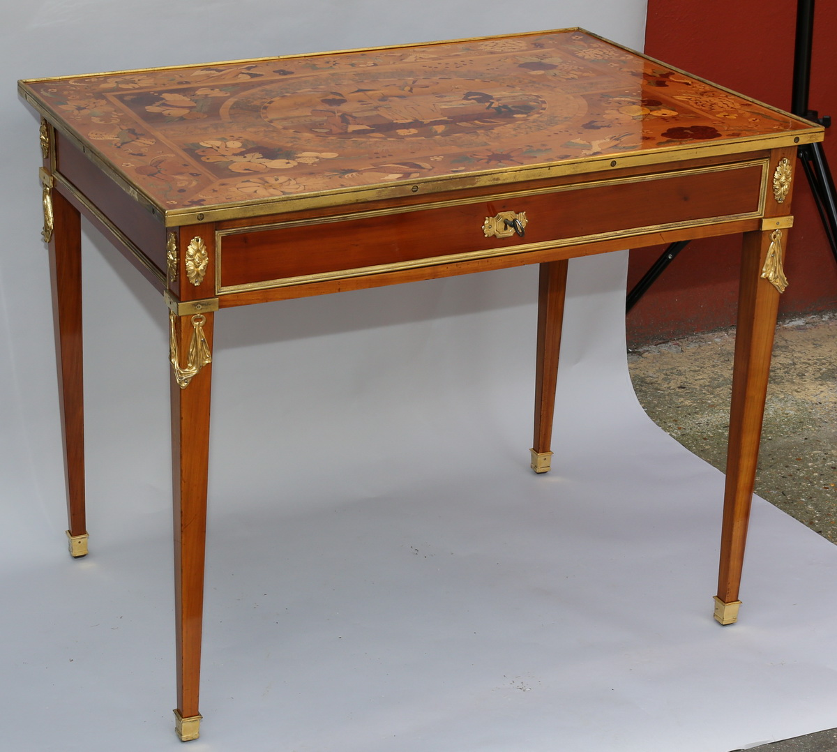 table de salon style louis xvi circa 1880. Black Bedroom Furniture Sets. Home Design Ideas