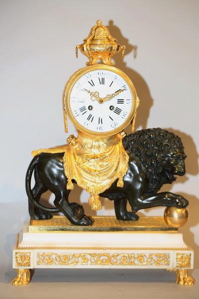 Pendule au lion de style Louis XVI
