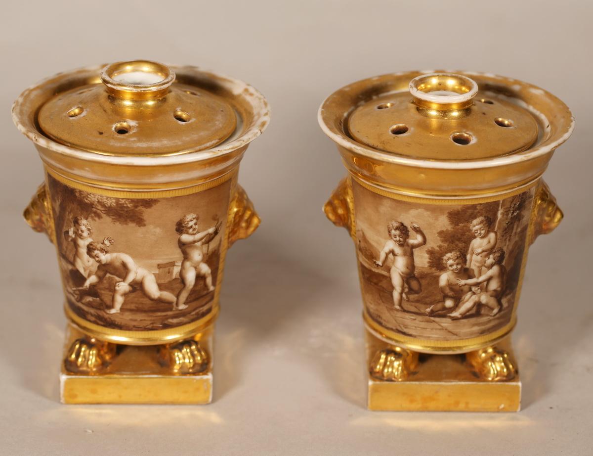 Paris vers 1820, paire de pot pourri.