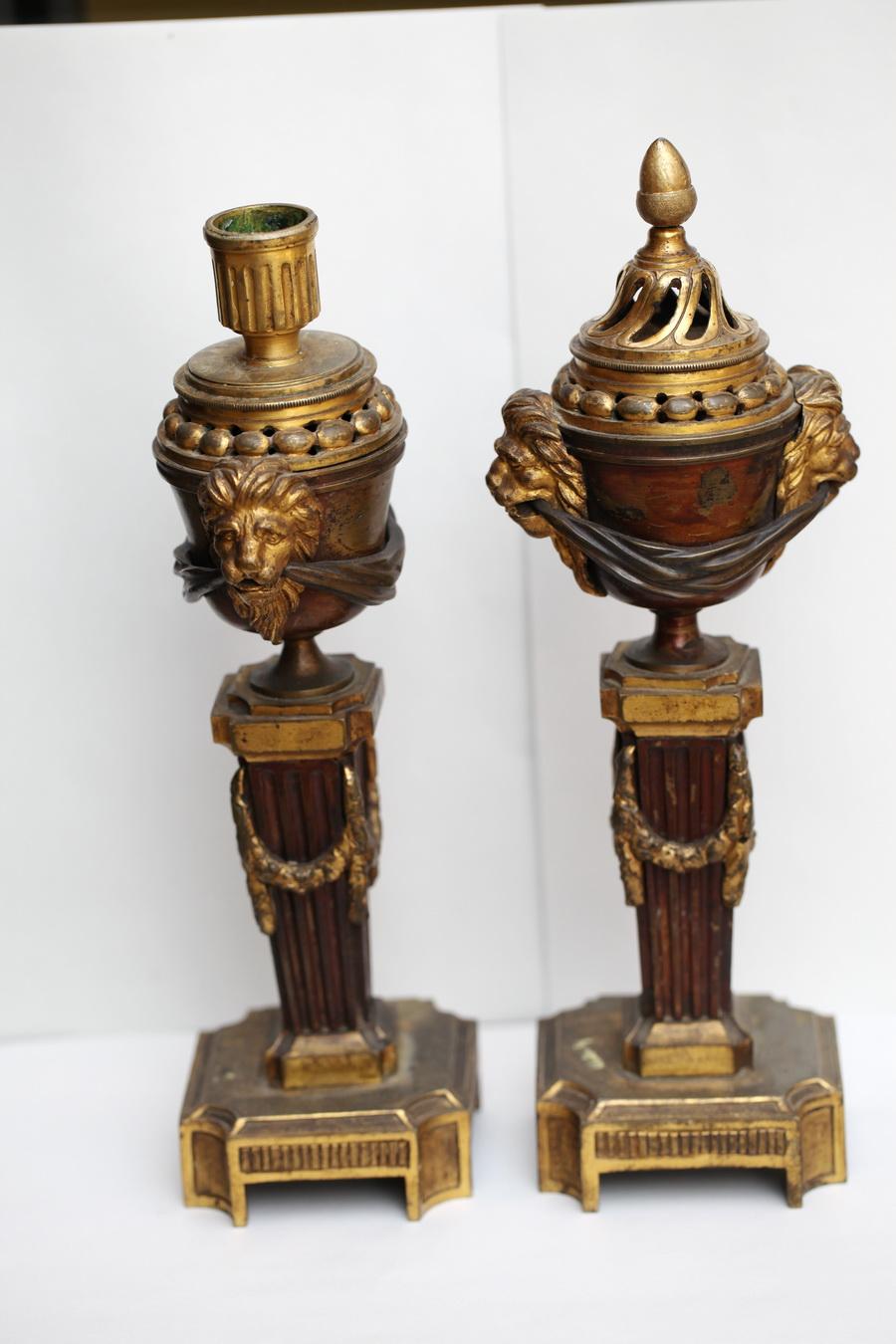 Paire de bougeoirs cassolettes XVIII