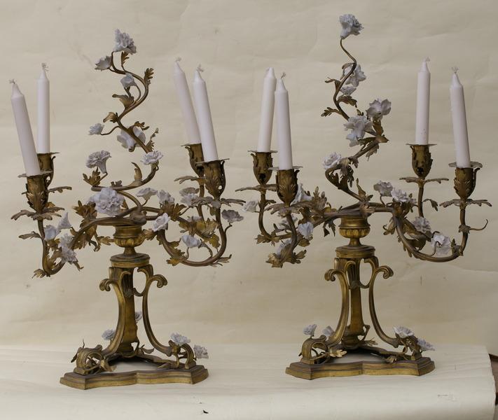 Paire de candélabres style LXV