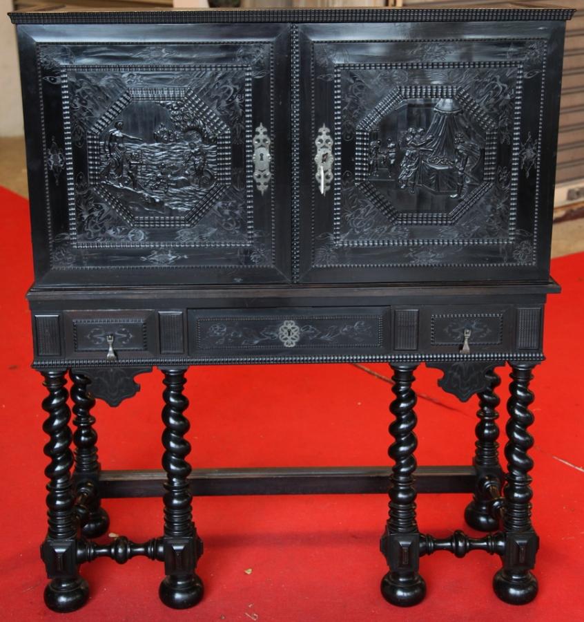 Cabinet in ebony 17th