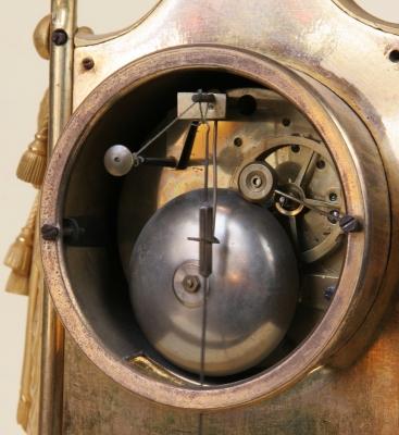 Pendule fin XVIII bronze doré